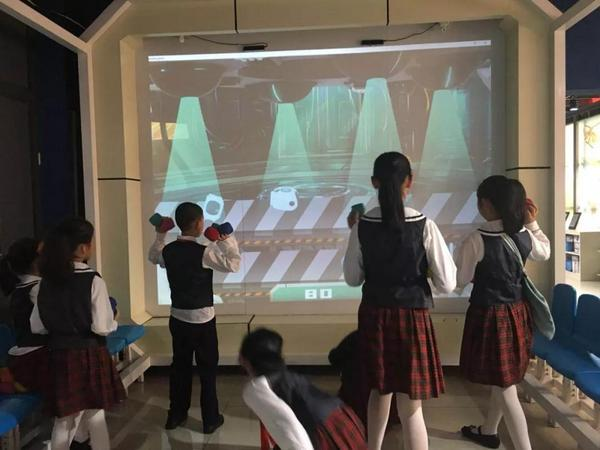 韩端科技携手前海港湾学校体验机器人编程