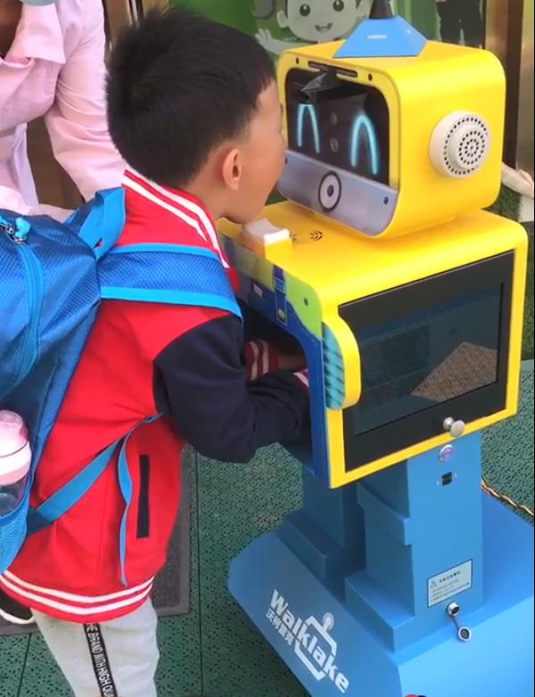 播放近两千万的幼儿园开学演练视频:外媒称未来将成为各国标杆!