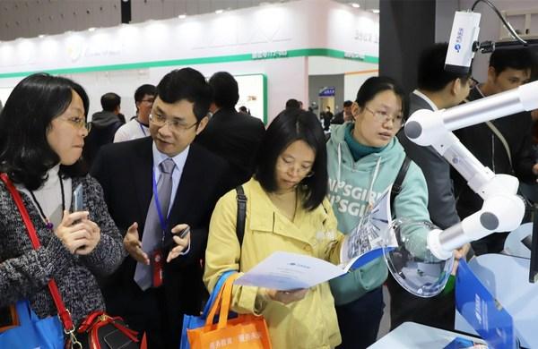 天智智能+实验室亮相广东教育装备展