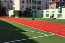 青岛5所小学的运动场铺上了新草皮