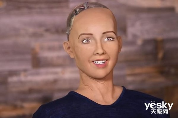 """当AI走进课堂""""网红""""机器人索菲亚成为助教老师"""